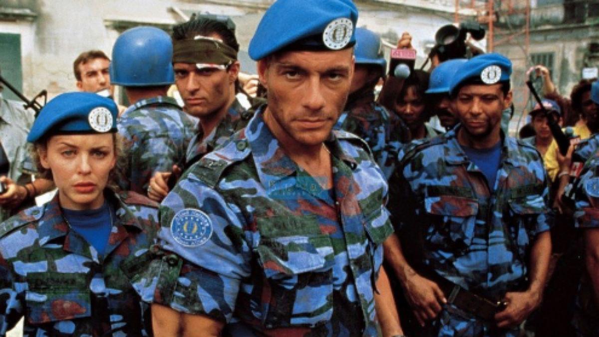 Van Damme, en el centro, con Minogue, y el resto del equipo de Street Fighter.