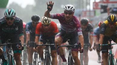 Cuarta victoria de Viviani en el Giro ante el menú final de montaña