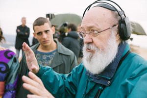 José Luis Cuerda, dando instrucciones durante el rodaje.