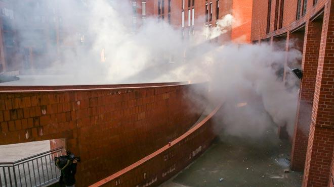 Un grup de veïns assalta i crema la casa del presumpte assassí d'un home a Baró de Viver (Barcelona)