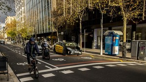 Zona avanzada para bicicletas, en Rambla de Catalunya con Diputació.