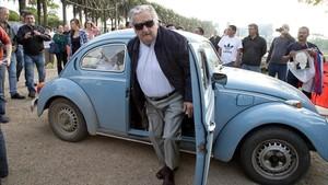 Mujica deixa el Senat uruguaià perquè sent el «cansament d'un llarg viatge»