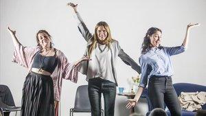 De izquierda a derecha, Rut Blasco, Lara Vacas y Laura Millaruelo, durante el preestreno de 'La coach' en la sala Ón Barcelona.