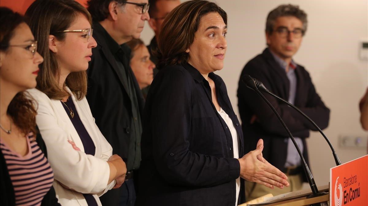 Ada Cola coparece para explicar la consulta a la militancia.
