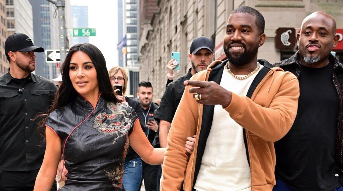Kim Kardashian y Kanye West pasean alegremente por Nueva York, en octubre pasado.