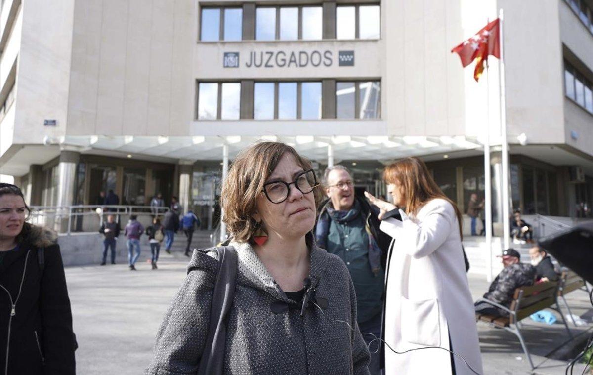 Eulàlia Reguant en los Juzgados madrileños de Plaza de Castilla, donde estaba citadapor negarse a contestar a Voxen el juicio del 'procés'.