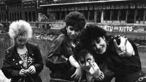 Las integrantes de Vulpes en la ría de Bilbao.