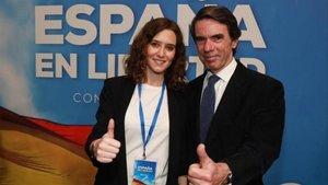 Imagen de archivo de Ayuso y Aznar durante una convención nacional del PP.