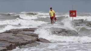 Fuerte oleaje en Galveston (Texas), por la tormenta tropical.