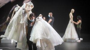Maniquís con los vestidos de novia de la firmaYolancris que se verán ('on line') en la Valmont Barcelona Bridal Fashion Week, que comienza este viernes.