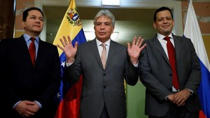 Zerpa (derecha), el ministro de Agricultura venezolano, Wilmar Castro Soteldo (centro) y el embajador en Rusia, Carlos Faría, el 15 de noviembre en Moscú.