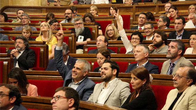 El Parlamento catalán destituye al director de la Oficina Antifraude