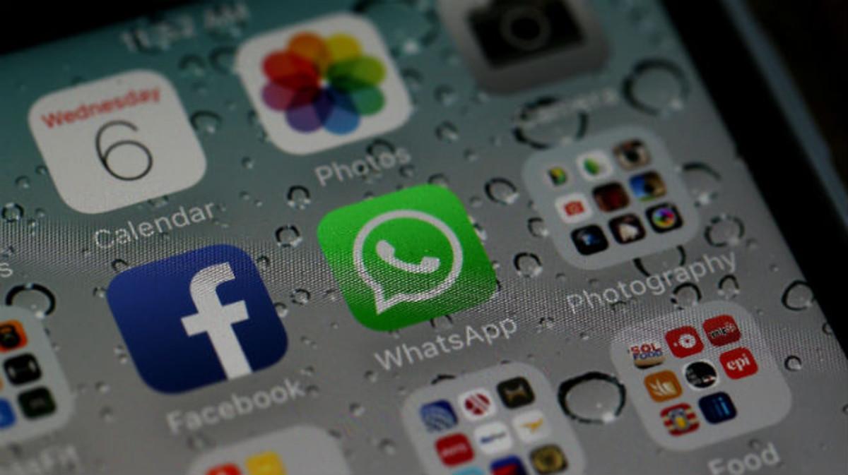 Las aplicaciones de Facebook y Whatsapp, en un smartphone.