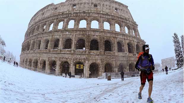 Roma, ciudad eterna amanece blanca