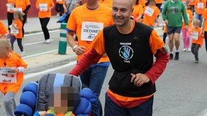 José Alberto junto a su hijo en una carrera solidaria.