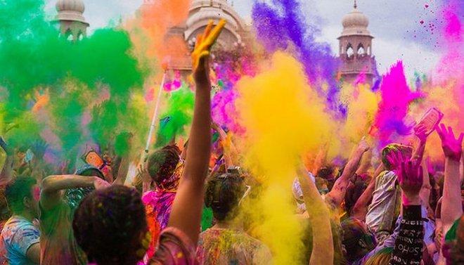 ritual por el equinoccio de primavera en la India