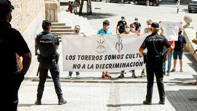 Repulsa a l''escrache' taurí contra Yolanda Díaz a Toledo | VÍDEO