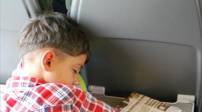 Dormidos en el tren.