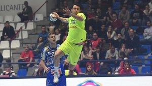 Aitor Ariño lanza a portería.