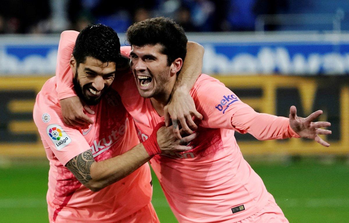Aleña y Luis Suárez, tras el tanto del jugador canterano en Vitoria.
