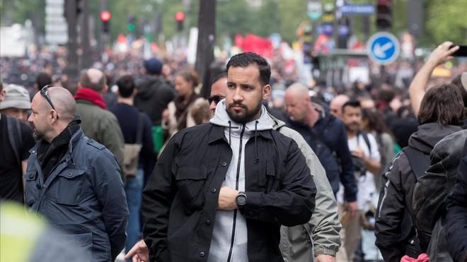 El colaborador de Macron que agredió a un manifestante ha sido detenido y será despedido por el Elíseo