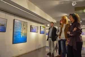 La artista rubinense Carme Llop en la presentación de su obra Testimonio sensible.