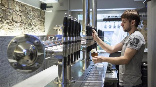 Abirradero, la cervecería artesana con más tiradores de Barcelona, en Poble Sec.