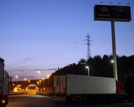 El camión en cuyo remolque refrigerado viajaban los refugiados.