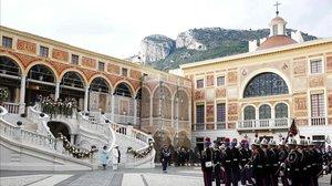 Mónaco cierra lugares no escenciales