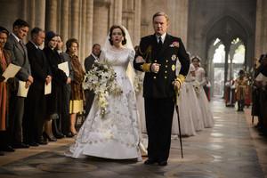 Claire Foy como Isabel II y Matt Smith (príncipe Felipe), en la serie The crown.