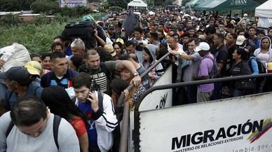El éxodo venezolano eleva la tensión en las fronteras con Colombia y Brasil