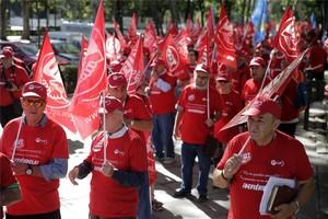 Concentración en defensa de las pensiones, dentro de los actos organizados con motivo del Día de las Personas Mayores, en Madrid.
