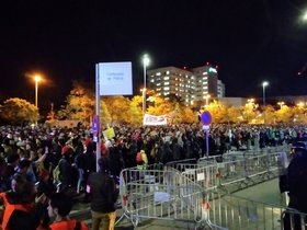 Concentración en Sabadell frente a la comisaría de la Policía Nacional.