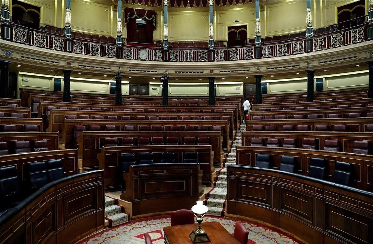El hemiciclo del Congreso, vacío, una vez que los diputados han abandonado sus escaños.
