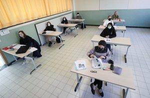 Estudiantes belgas, en una escuela de Bruselas tras su reapertura, en mayo, después del confinamiento.