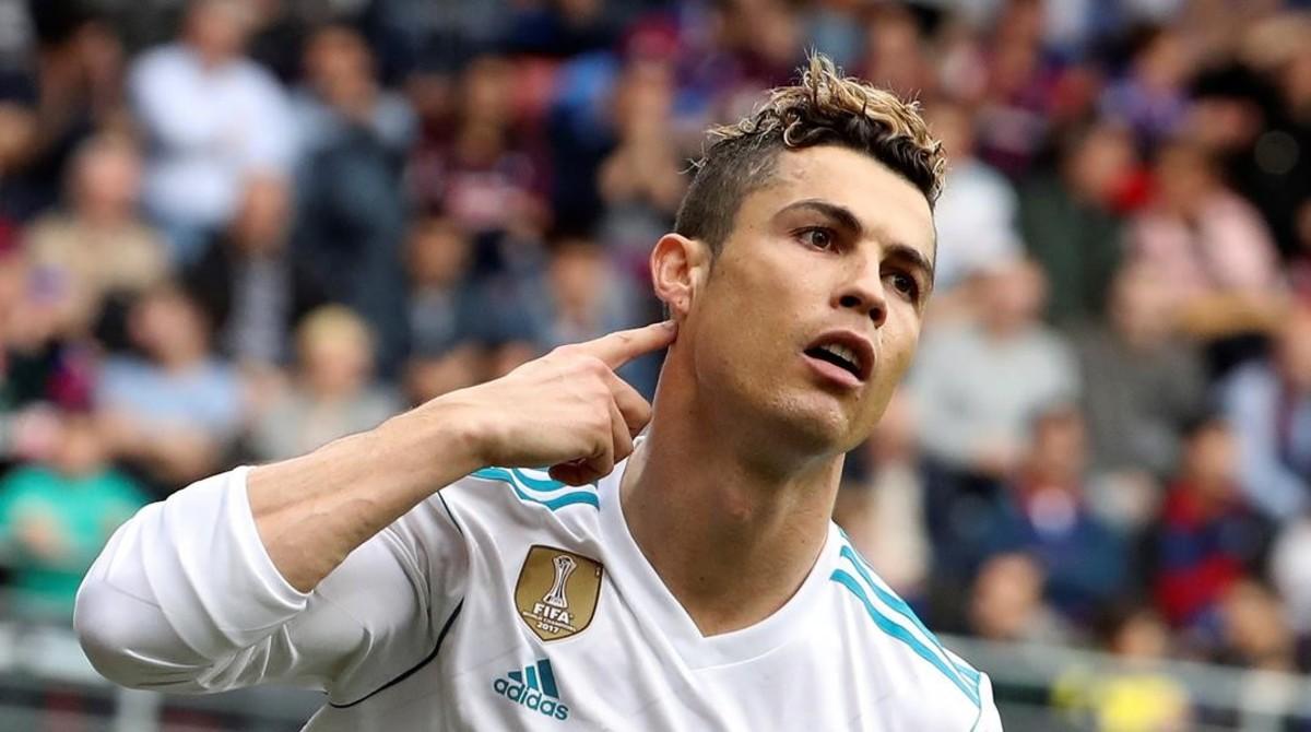 Cristiano celebra el 0-1 del Madrid ante el Eibar y reproduce el gesto.
