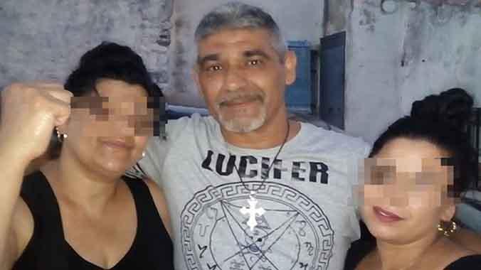 Registro en una casa de El Campillo (Huelva), tras la muerte de Laura Luelmo.