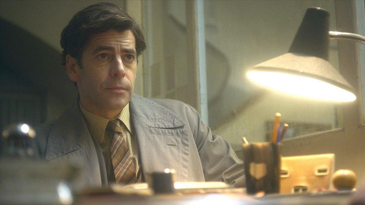 Eduardo Noriega, en la serie de Netflix 'Hache'.