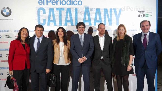 Entrada de los invitados a la gala deentrega del premio Català de lAny celebrado en el TNC.