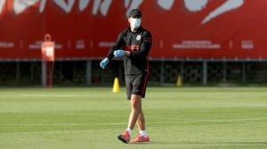 El entrenador del Atlético de Madrid, Diego Pablo Simeone, durante un entrenamiento, el pasado 9 de mayo.