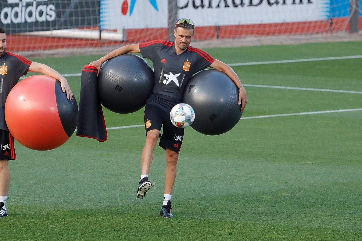 Luis Enrique durante el entrenamiento de este lunes de la selección española.
