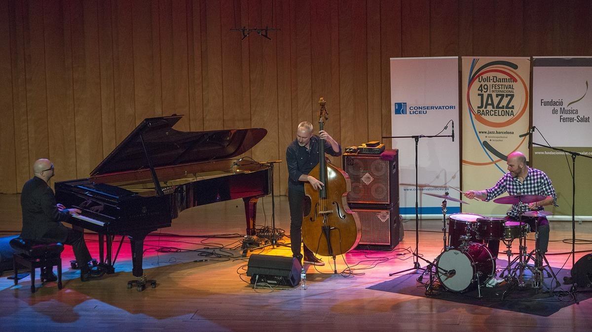 Ethan Iverson, Reid Anderson y David King, en el concierto de The Bad Plus en el Conservatori del Liceu