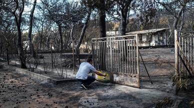 """Indignación en Grecia: """"Dejasteis que nos quemásemos vivos"""""""