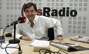 El periodista Federico Jiménez Losantos, en el estudio de esRadio.