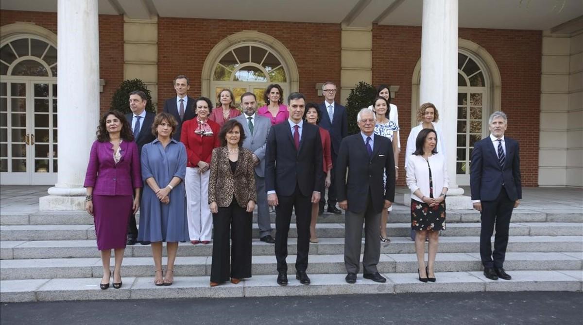 Foto de familia del Gobierno de Pedro Sánchez con el nuevo ministro de Cultura, José Guirao.