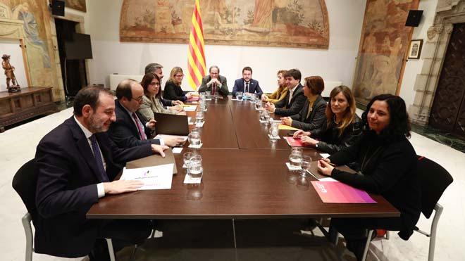 """El Gobierno acepta crear la figura de un """"relator"""" para Catalunya. En la imagen, reunión de la mesa de diálogo entre Quim Torra, miembros del Govern y representantes de PSC, ERC y JxCAT, el martes."""