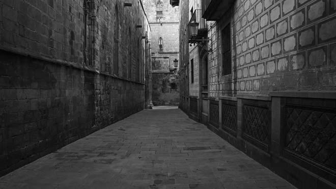 VÍDEO | Imatges en blanc i negre de la Barcelona confinada