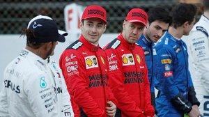 Hamilton, de espalda, Leclerc, Vettel y Sainz, en la foto protocolaria de hoy, en Montemló, en el arranque de la F-1.