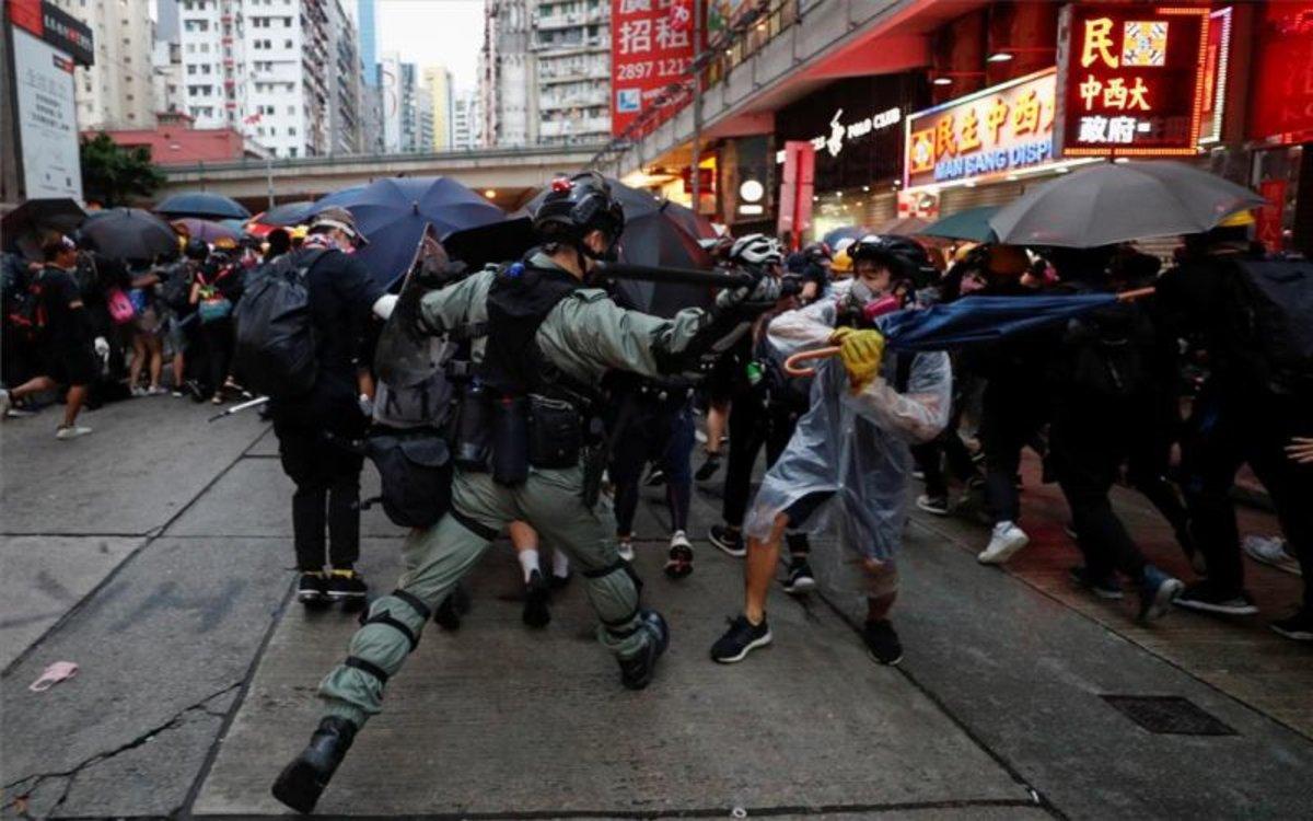 Miles vuelven a tomar las calles desafiando ley antimáscaras — Hong Kong