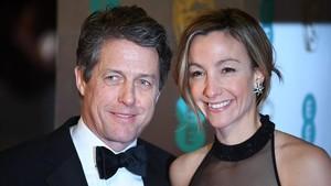 Hugh Grant, de 57 años, y Anna Eberstein, de 39, en una fiesta, en el 2017.